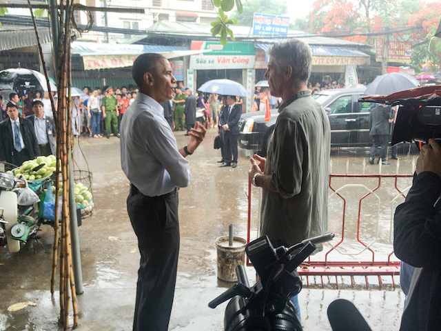 Barack Obama Anthony Bourdain in Hanoi
