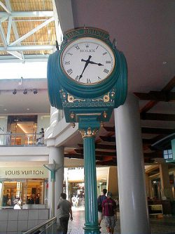 Clock at Ala Moan Mall